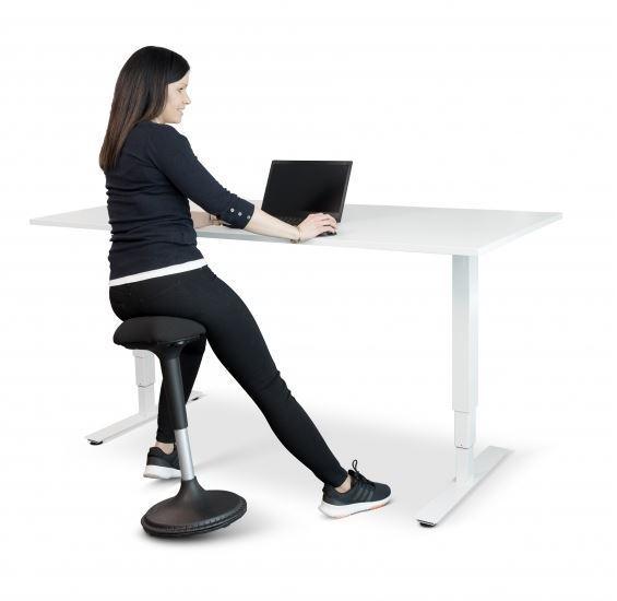 Aktiivituoli GetUpSit - keinuva painojalka pitää istujan aktiivisena automaattisesti